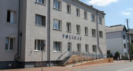 Dzielnicowi z Łowicza zatrzymali poszukiwanego 22-latka. Mężczyzna miał przy sobie narkotyki