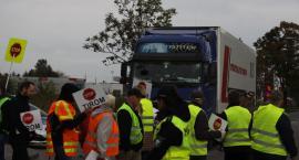 Drugi dzień protestu mieszkańców na drodze krajowej nr 70 w Łowiczu (ZDJĘCIA, VIDEO)