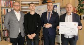 Dwa kluby sportowe z powiatu łowickiego otrzymały po 9,5 tys. zł dotacji