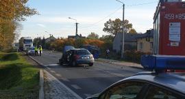 Bus zderzył się z osobówką w Bełchowie. Są ranni
