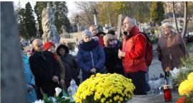 """""""Pokój Ich cieniom…"""" – zaproszenie na spacery po łowickich nekropoliach"""