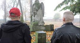 Więźniowie poznali historię łowickich nekropolii