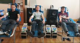Młodzież ze Zduńskiej Dąbrowy oddała honorowo ponad 8 litrów krwi