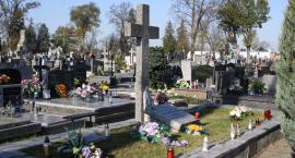 Wszystkich Świętych w Łowiczu. Porządek mszy świętych w kościołach i na cmentarzach