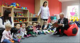 Burmistrz czytał dzieciom w Żłobku Miejskim [ZDJECIA, WIDEO]