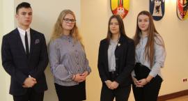 Młodzieżowa Rada Powiatu Łowickiego rozpoczęła swoją działalność. Uczennica I LO została przewodniczącą (ZDJĘCIA, VIDEO)