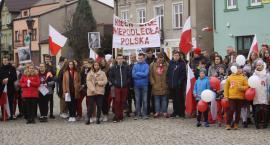 Łowicz: niepodległościowy przemarsz uczniów Pijarskiej (ZDJĘCIA, VIDEO)