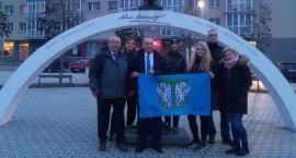 Przedstawiciele łowickiego stowarzyszenia na w uroczystościach patriotycznych w Solecznikach