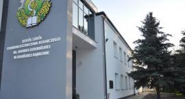 Szkoła w Zduńskiej Dąbrowie poszukuje absolwentów