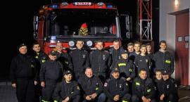 Druhowie z OSP w Rogóźnie przywitali nowy wóz strażacki (ZDJĘCIA, VIDEO)