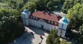 """Nieborów i Arkadia w programie """"Szlakiem miejsc niezwykłych – pomniki historii"""" (VIDEO)"""