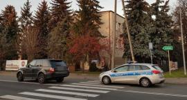 Łowicz: Potrącenie 16-latki na pasach przy komendzie