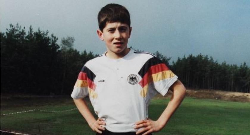 Na zdjęciu mały Robert Lewandowski podczas biegów w Kamionie. Foto źródło e-Sochaczew.pl