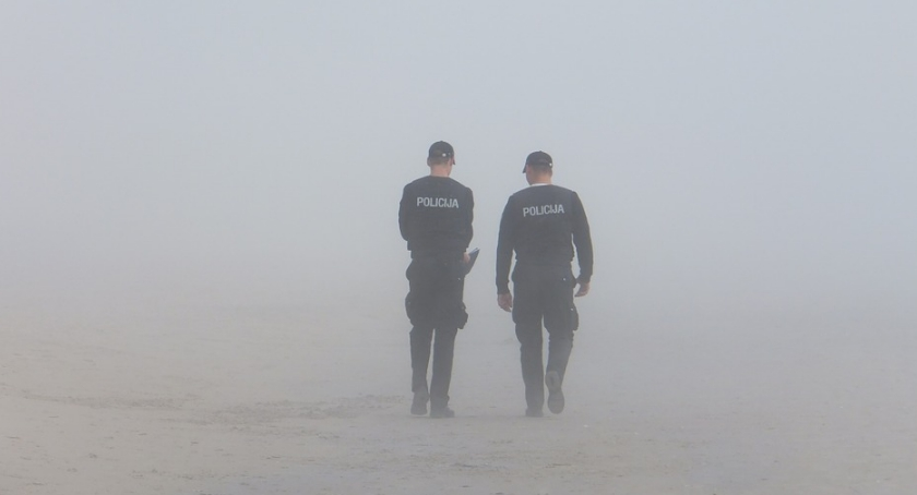 Policjanci ogniwa patrolowo - interwencyjnego ( Policja Stare Babice) odmówili przyjęcia korzyści majątkowej za odstąpienie od czynności służbowych, foto poglądowe