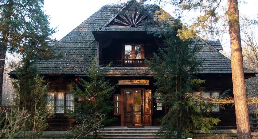 Muzeum Puszczy Kampinoskiej w Granicy to zabytkowy wzór leśnej architektury drewnianej z dwudziestolecia międzywojennego.