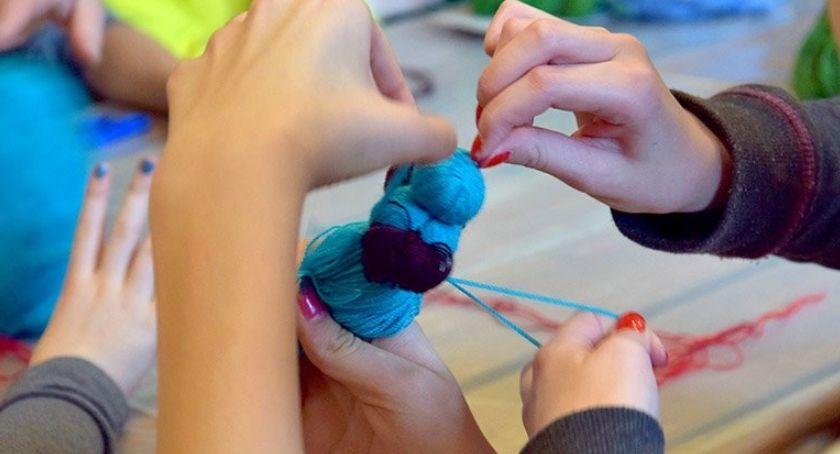Edukacja - szkoły , Warsztaty plastyczne LALKI MOTANKI prace włóczki - zdjęcie, fotografia