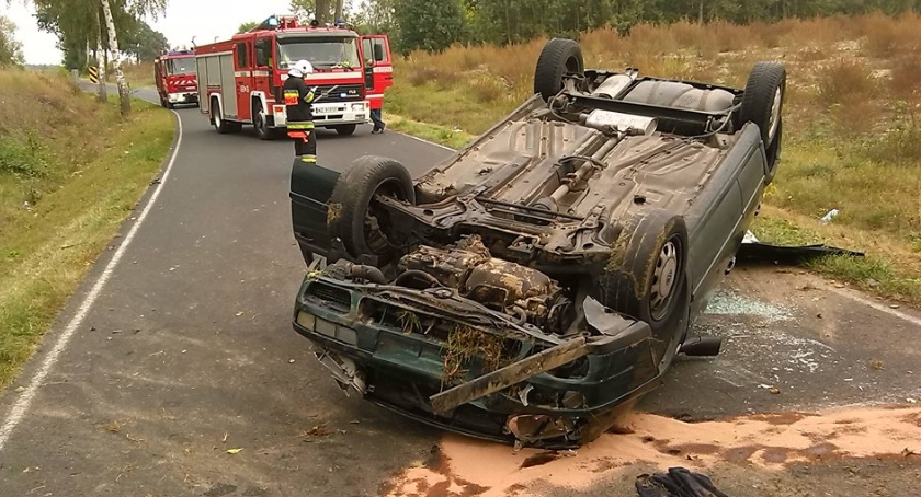 Wypadki, Groźny wypadek Szczytnie gmina Kampinos - zdjęcie, fotografia