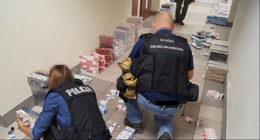 Kronika policyjna, Zatrzymana kontrabandą - zdjęcie, fotografia