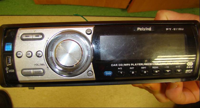 Kronika policyjna, Odnaleziono radia samochodowe - zdjęcie, fotografia
