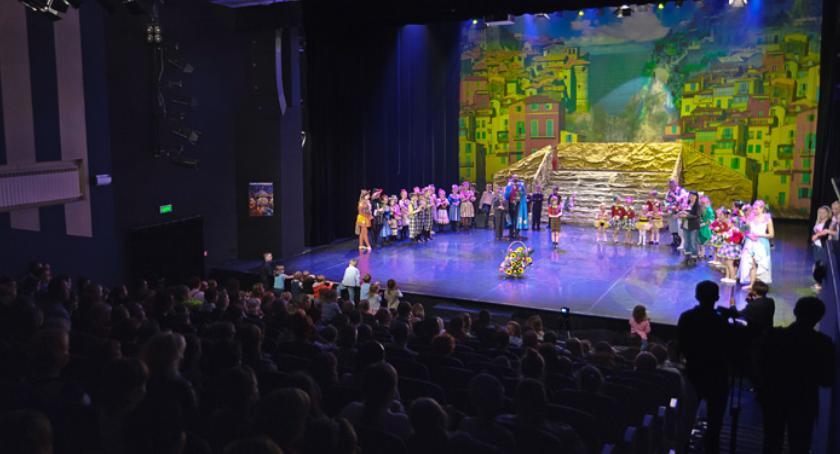 Informacje, Repertuar Sceny Teatralnej Miasta Siedlce marzec - zdjęcie, fotografia