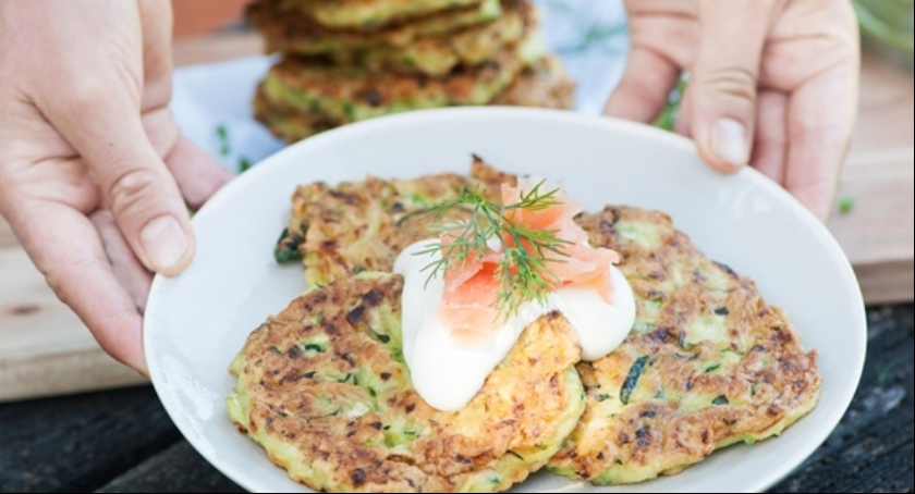 Kulinaria, Placuszki cukinii sosem czosnkowym - zdjęcie, fotografia