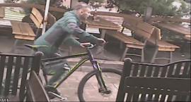 KOMUNIKAT – rozpoznaj sprawcę kradzieży przy ul. Armii Krajowej w Siedlcach