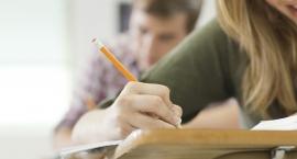 Gimnazjaliści piszą egzamin