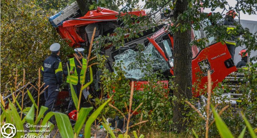 Na sygnale, Jechali nieść pomoc chwili potrzebowali Strażacy Sycowa ulegli wypadkowi - zdjęcie, fotografia