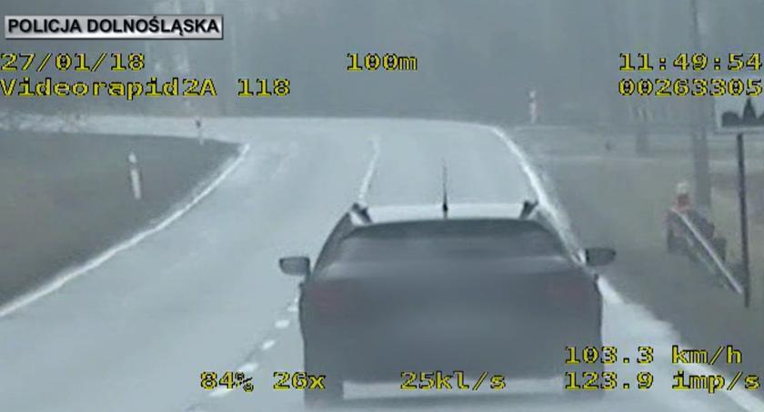 Na sygnale, odebranych jazdy przekroczenie prędkości ponad - zdjęcie, fotografia