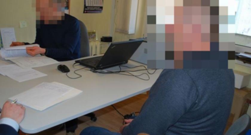 """Na sygnale, Okradali seniorów metodą """"hydraulika"""" rękach policji - zdjęcie, fotografia"""