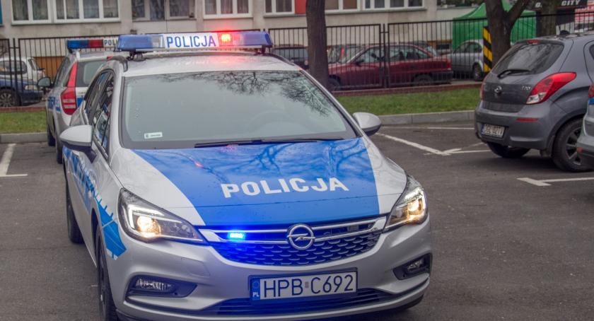 Na sygnale, Kierował pojazdem pomimo cofniętych uprawnień - zdjęcie, fotografia