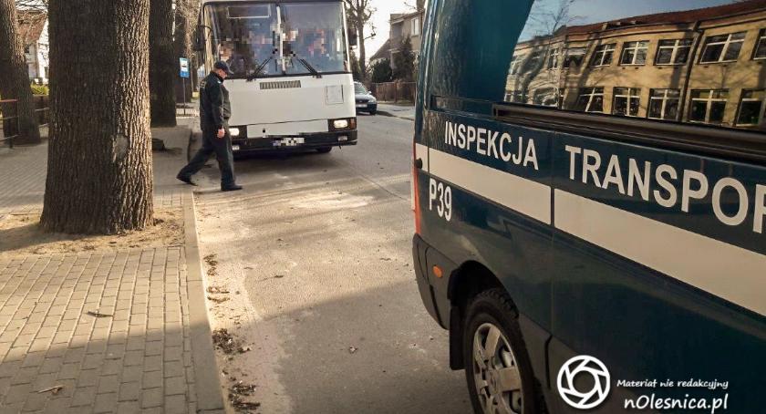 Wydarzenia, Bierutowie uczniowie dojeżdżali niesprawnymi autobusami szkoły - zdjęcie, fotografia