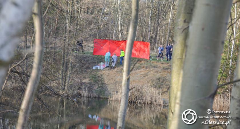 Na sygnale, stawu Grabownie wyłowiono zwłoki letniego mężczyzny - zdjęcie, fotografia