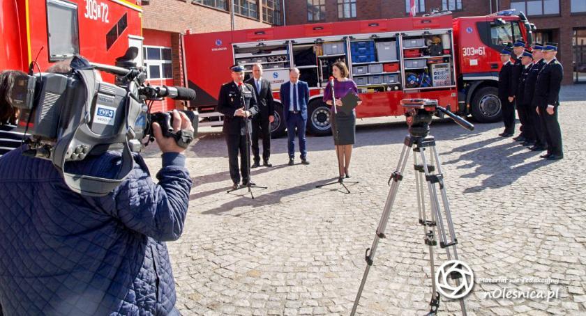 Wydarzenia, Strażacy otrzymali dotację dodatkowy sprzęt - zdjęcie, fotografia