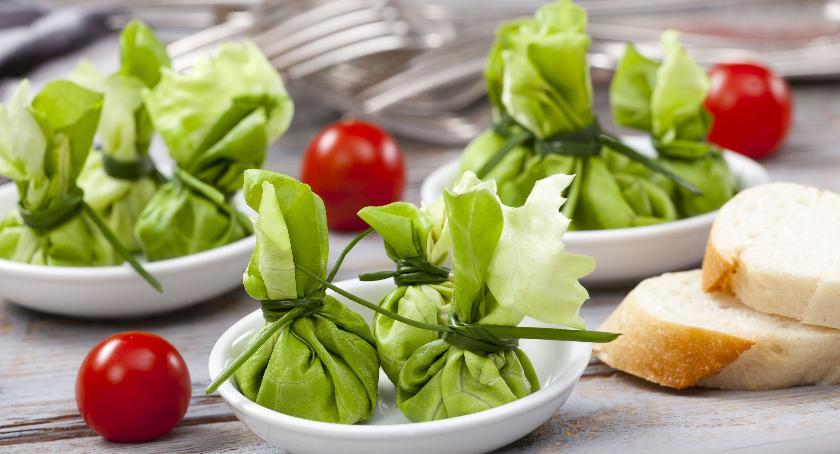 Zdrowie, Przepis zielone kieszonki wędzonym twarogiem pastą pestkami słonecznika ogórkiem koperki - zdjęcie, fotografia