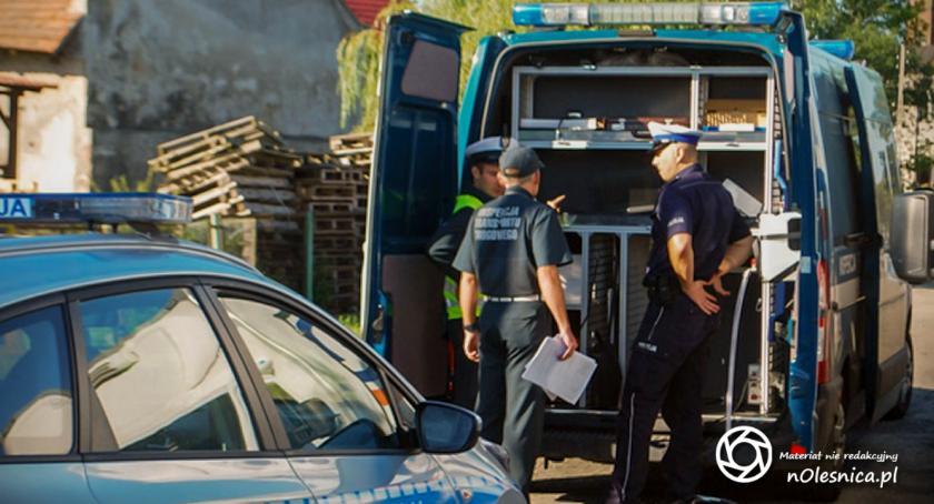 Na sygnale, Policjanci eliminowali pojazdy spełniające spalin - zdjęcie, fotografia