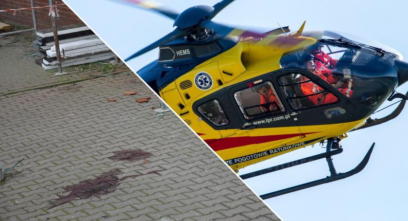 Na sygnale, Ostrowinie mężczyzna spadł rusztowania stanie ciężkim zabrało - zdjęcie, fotografia