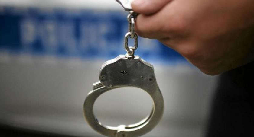 Na sygnale, Policjanci zatrzymali dwóch latków włamania - zdjęcie, fotografia
