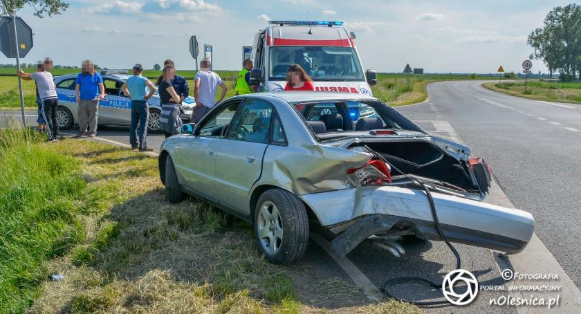 Na sygnale, Wypadek skrzyżowaniu koło Jenkowic - zdjęcie, fotografia