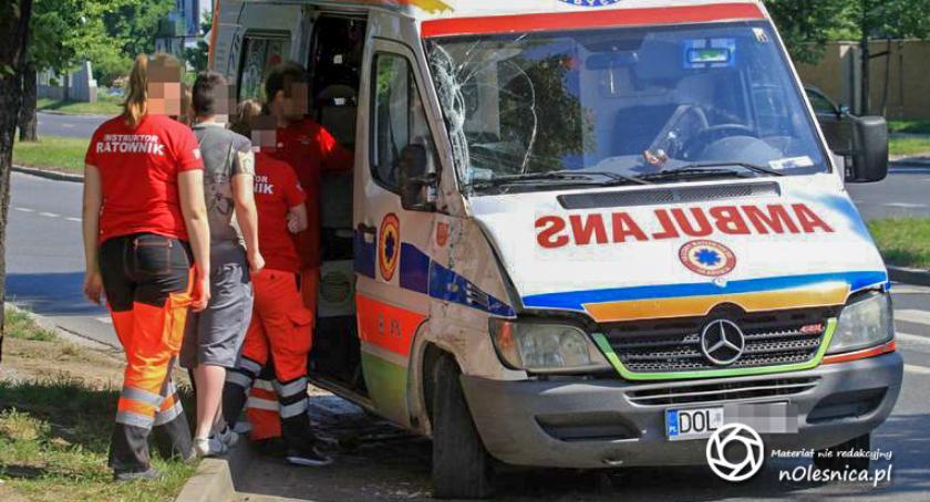 Wydarzenia, Oleśnickie Służby Ratownicze rozbiły swój ambulans Wrocławiu - zdjęcie, fotografia