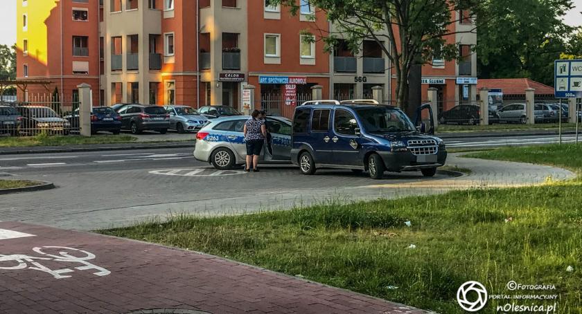 Na sygnale, Potrącenie rowerzysty Wojska Polskiego - zdjęcie, fotografia