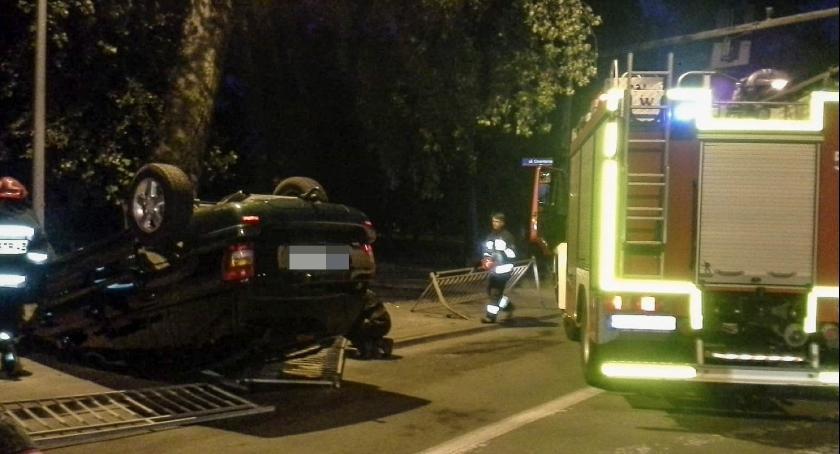 Na sygnale, Wypadek nietrzeźwego kierowcy Jeepa - zdjęcie, fotografia