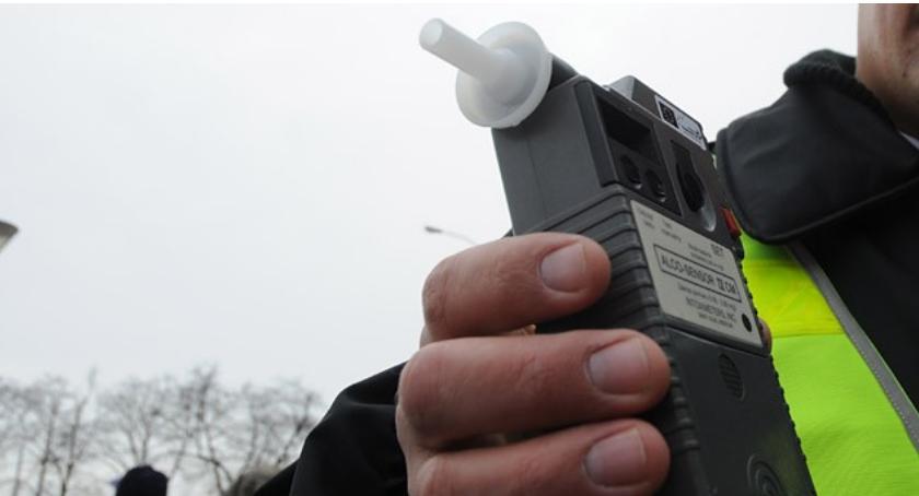 Na sygnale, Pijany oleśniczanin zatrzymany przez policjantów Środy Śląskiej - zdjęcie, fotografia