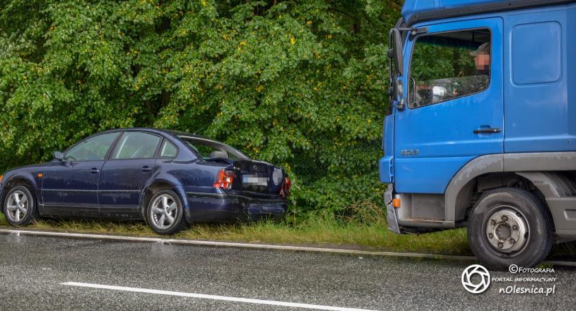 Na sygnale, Kolizja ciężarówki osobowego - zdjęcie, fotografia