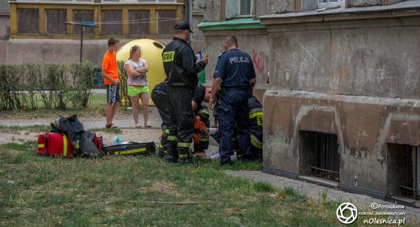 Na sygnale, Zakrwawiony mężczyzna leżał Krzywoustego - zdjęcie, fotografia