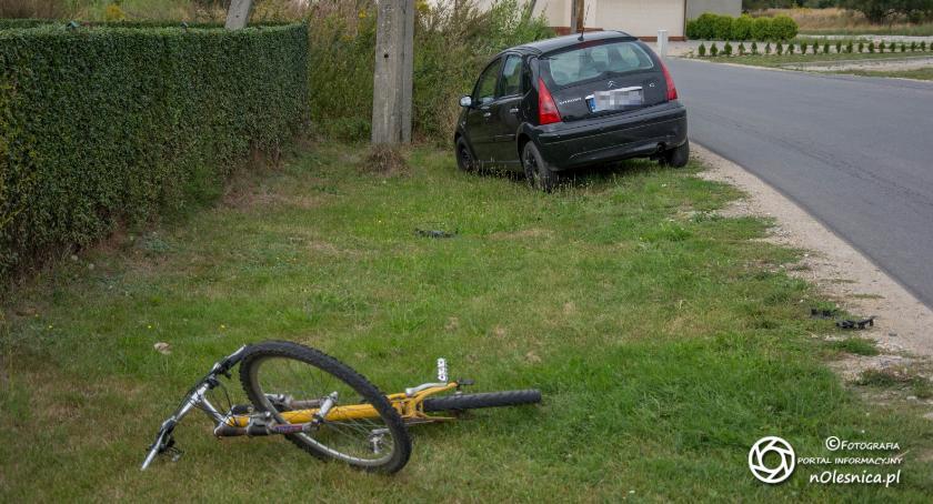 Na sygnale, Potrącenie rowerzystki Sokołowicach - zdjęcie, fotografia
