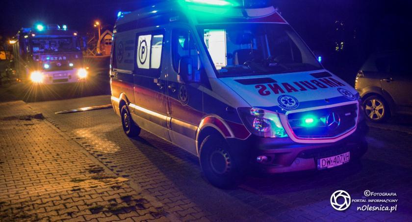 Na sygnale, Strażacy reanimowali mężczyznę upadku drabiny - zdjęcie, fotografia