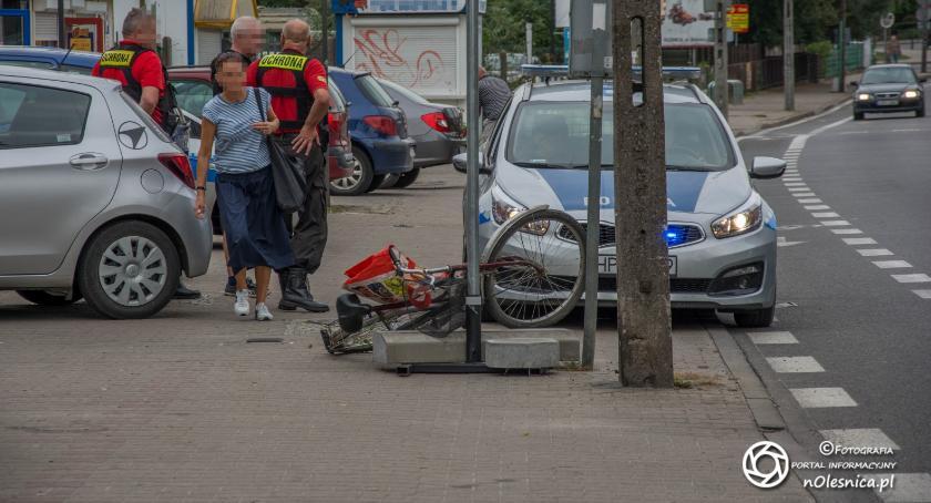 Na sygnale, Kolizja ucieczka nietrzeźwego rowerzysty - zdjęcie, fotografia