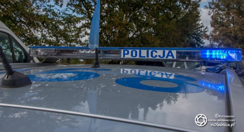 Na sygnale, promila ucieczka autem policjanta - zdjęcie, fotografia