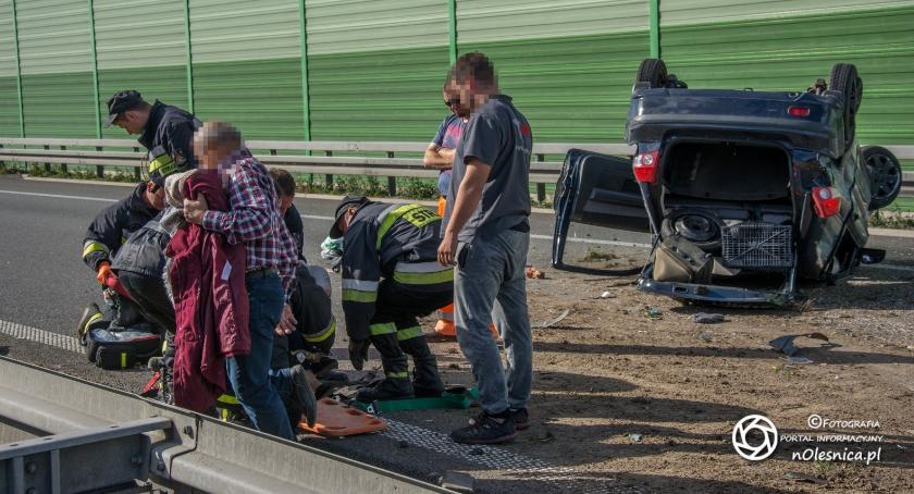 Na sygnale, Dachowanie trasie osoby poszkodowane - zdjęcie, fotografia
